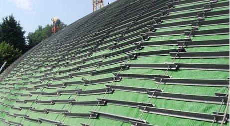 Наклонен зелен покрив кабел